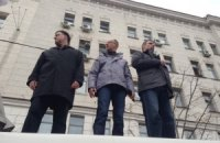 Оппозиционные лидеры митингуют в Харькове с крыши автобуса