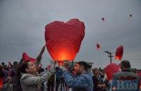 День рождения Савченко в Киеве отметили запуском небесных фонариков