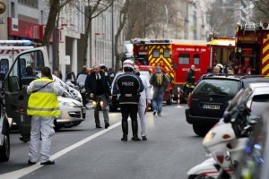 В Париже опять стреляли, а в Лионе произошел взрыв у мечети