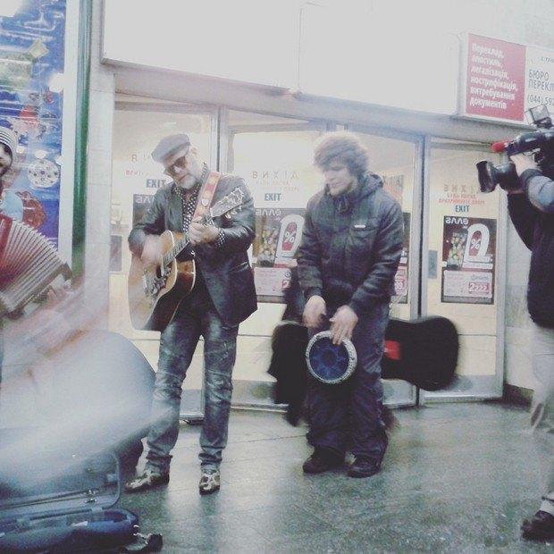 Гребенщиков заспівав у київському метро (фото)