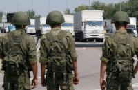 Российский конвой направляется к КПП боевиков
