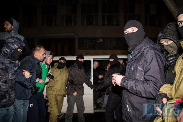 """Коридор"" активистов Правого сектора для безопасности Царева"