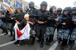 Сторонникам Тимошенко не удалось помешать ее вывозу из суда