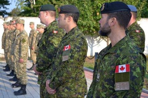 Порошенко попросил Трюдо продлить работу канадских военных инструкторов в Украине