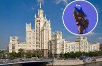 На одном из символов Москвы вывесили флаг Украины