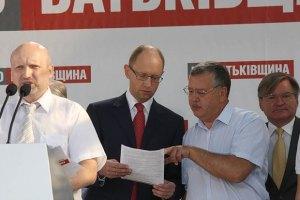 Лидеры оппозиции потребуют от Пшонки тщательно расследовать наблюдение за Тимошенко