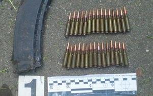 В Киеве во дворе многоэтажки дворник нашла боеприпасы