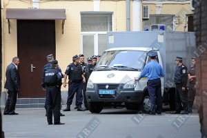 Луценко и Тимошенко привезли в одном автозаке