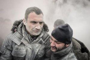 Янукович пообещал Кличко начать переговоры
