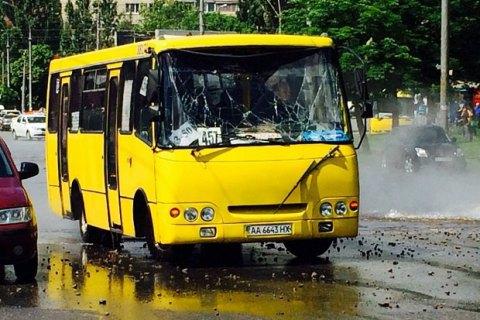 """В Киеве возле """"Лыбедской"""" прорвало трубу с горячей водой"""