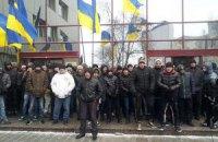 """""""Титушки"""" сняли блокаду посольства ЕС"""