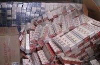 """Муж сотрудницы посольства пытался вывезти из Украины 60 тыс. пачек сигарет под видом """"дипломатического груза"""""""