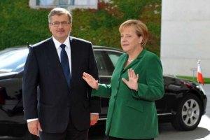 Коморовський обговорив із Меркель ситуацію в Україні