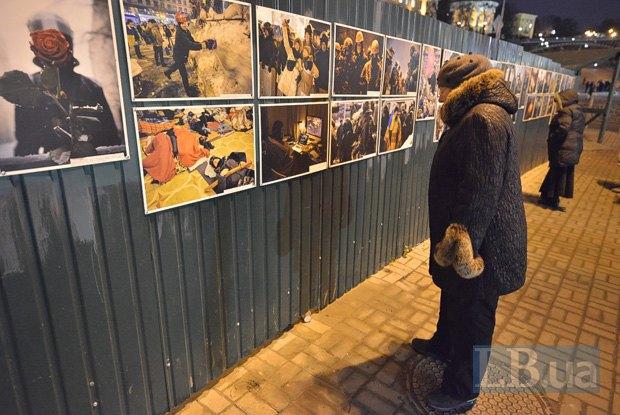 Протестующие вКиеве закинули дымовые шашки в кабинет Медведчука