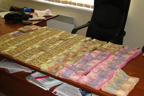 Мариупольских чиновников поймали на хищении миллиона при госзакупках