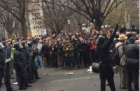 В ходе протестов против Трампа задержаны около 100 человек