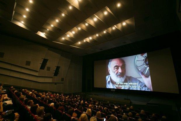 Во время вечера, посвященного юбилею <<Теней...>> в кинотеатре Украина
