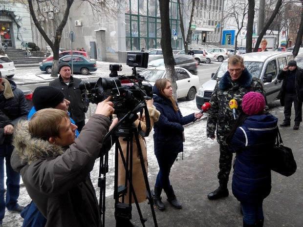 Юрий Синьковский дает комментарии СМИ