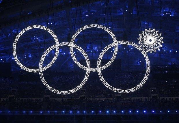 Едва ли не единственный казус Церемонии открытия Игр - одно из олимпийских колец не раскрылось