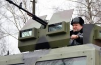 Турчинов провел смотр новой техники под Киевом