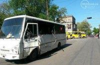 В Мариуполе столкнулись автобус с военными и маршрутка