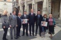 """Римские власти """"увековечили"""" Тимошенко на здании мэрии"""