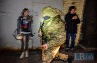 """Под здание """"Укрнефти"""" подвезли автоматчиков, подъехали бронемашины (Обновлено)"""