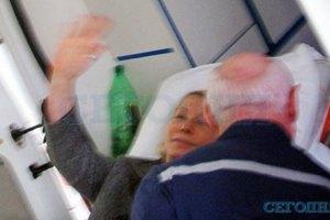 Врачи не увидели синяков у Тимошенко