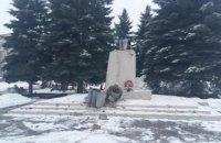В поселке возле Харькова повалили памятник Ленину