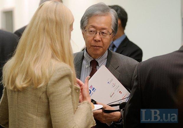 </b><b>Тоичи Саката, Чрезвычайный и Полномочный посол Японии в Украине
