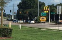 В США неизвестные захватили заложников в McDonald's