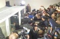 Нардепы устроили драку в Печерском суде