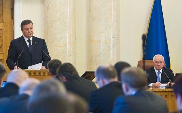 Виктор Янукович - центр принятия решений в стране