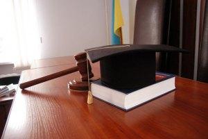 Клюев защищает честь в Печерском суде