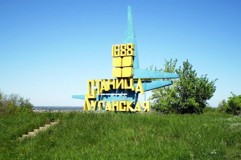В актовый зал райадминистрации в Станице Луганской попал снаряд