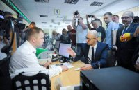 Яценюк проверил, как в Луцке выдают субсидии
