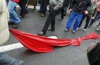 Шествие оппозиции снесло палатки КПУ возле памятника Ленину