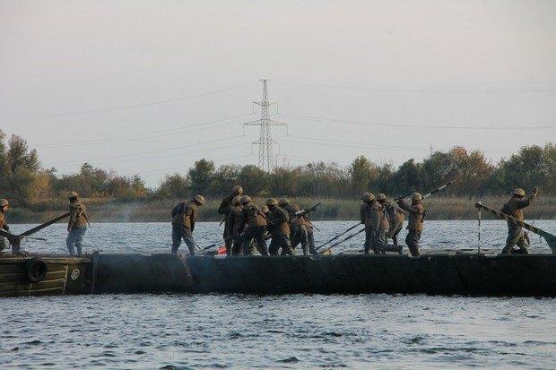 Украинские военные впервый раз навели понтонно-мостовую переправу длиной 560 метров