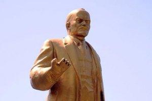 В Черкасской области власти решили снести разрушившегося Ленина