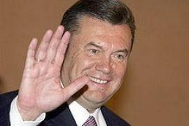 "Во Львове Януковича встретили фанаты, милиция и ""скорая"""