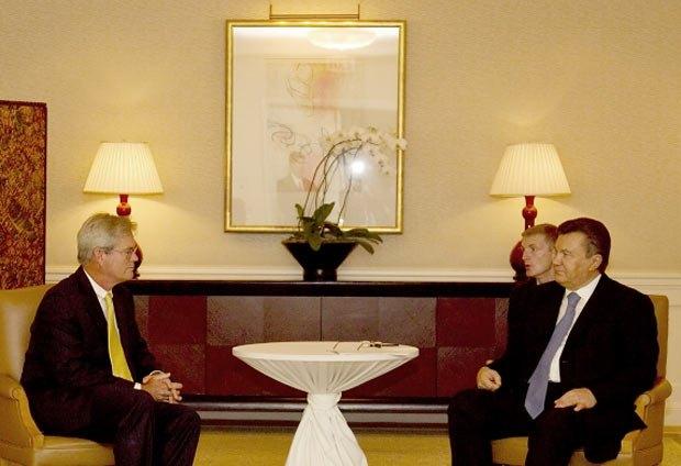 Янукович настойчиво убеждал иностранных бизнесменов, что в Украине комфортно