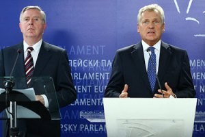 Кокс и Квасьневский продолжат следить за событиями в Украине
