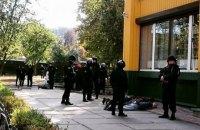 """В Киеве """"рэкетиры"""" устроили стрельбу возле станции метро"""
