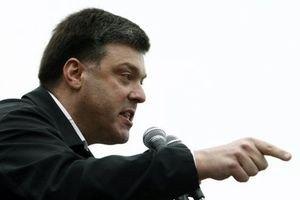 """Тягнибок пригрозил отыскать всех фальсификаторов и выйти с протестами к """"Эпицентрам"""""""