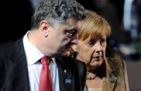 Порошенко обсудил с Меркель прекращение огня в зоне АТО