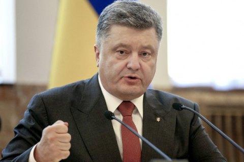 Порошенко призвал найти политических заказчиков событий под Радой