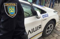 Полицейские задержали голого мужчину с битой в центре Львова