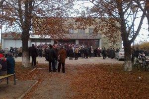 Москаль на БТР отвез пенсии в прифронтовое село
