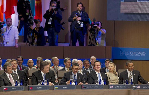Президента Украины посадили рядом с Обамой и Кэмэроном. Меркель сухо поздоровалась