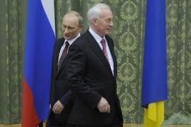 Путин надеется на тесный контакт с Азаровым в новом году